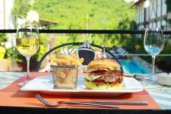 Victory Burger at the Villas Restaurant